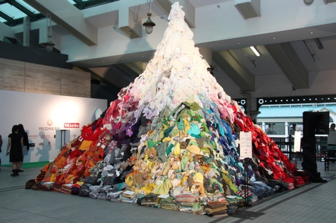 'The 3% Mountain' depicts just 3% of the amount of Hong Kong's daily textile waste (Redress, 2011)
