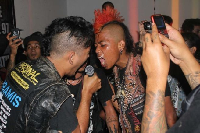 A smal part of the massive Indonesian Punk scene(PHOTOGRAPHER: KARLI KK MUNN) Image available at