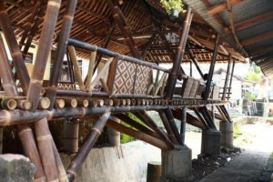house built on stilts with black bamboos as material. Sturdy, inexpensive and comfortable for the humid weather. source:http://inhabitat.com/beautiful-black-bamboo-community-center-in-indonesia-built-for-just-2500/