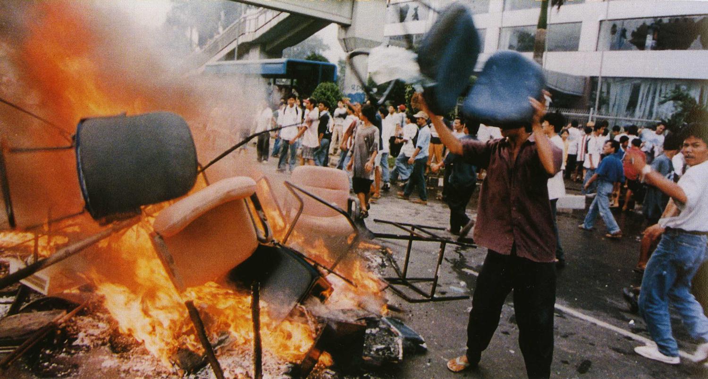 Jakarta_riot_14_May_1998.jpeg