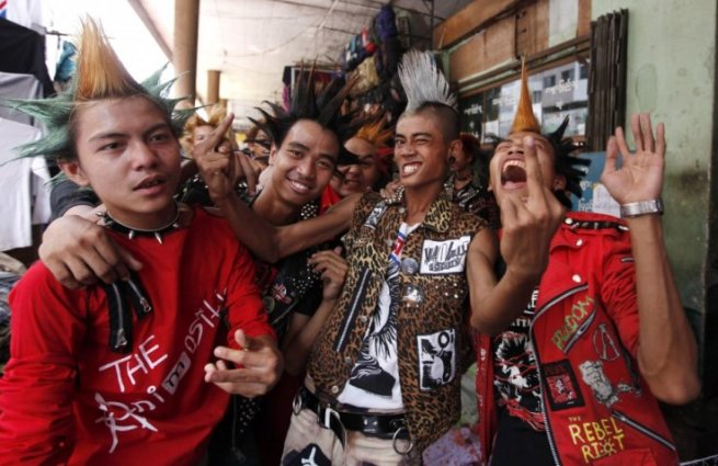 revellers-dressed-in-punk-fashion-celebrate-thingyan-festival-in-yangon.jpg